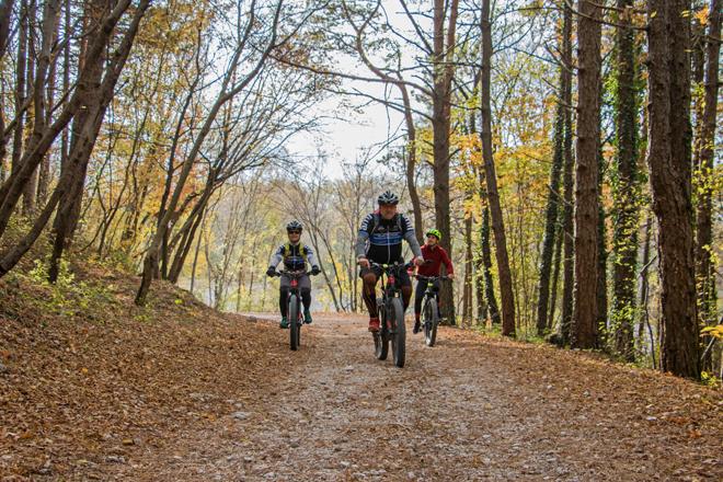 In E-bike a Gemona del Friuli: a ritroso con la macchina dl tempo