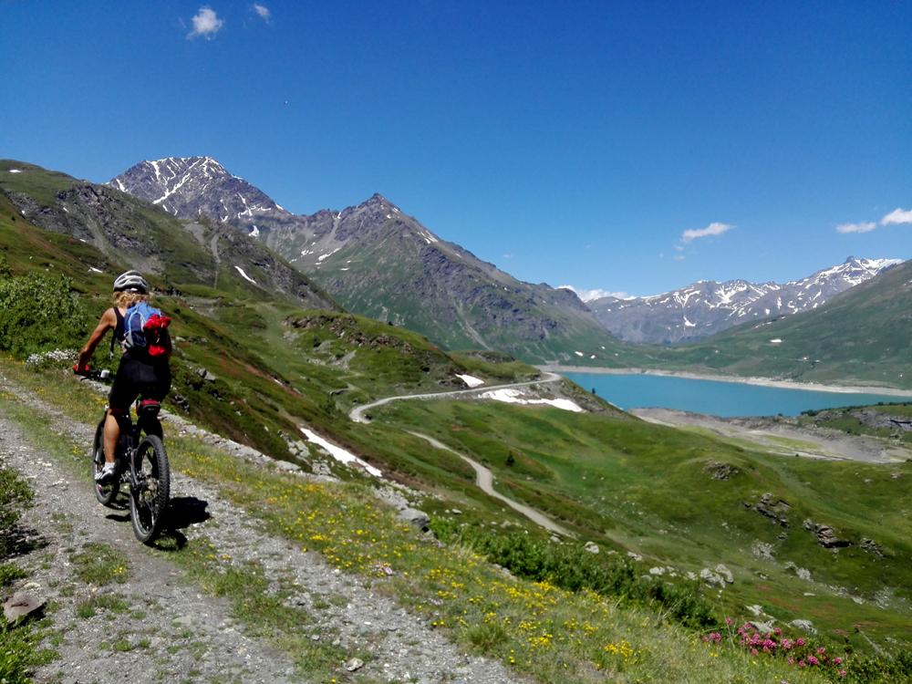E-Bike Tour nelle Valli Olimpiche – 3° puntata: oltre il confine francese